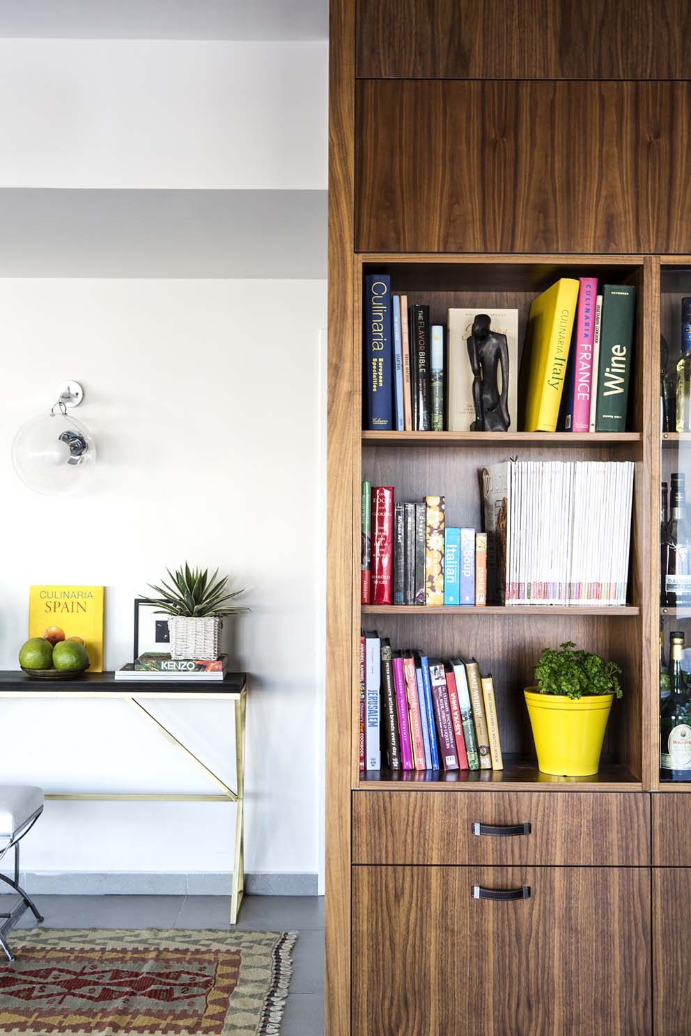 עיצוב: אלה צייחר, צילום: איתי בנית, סטיילינג:יעל קטורזה, www.pnim.co.il