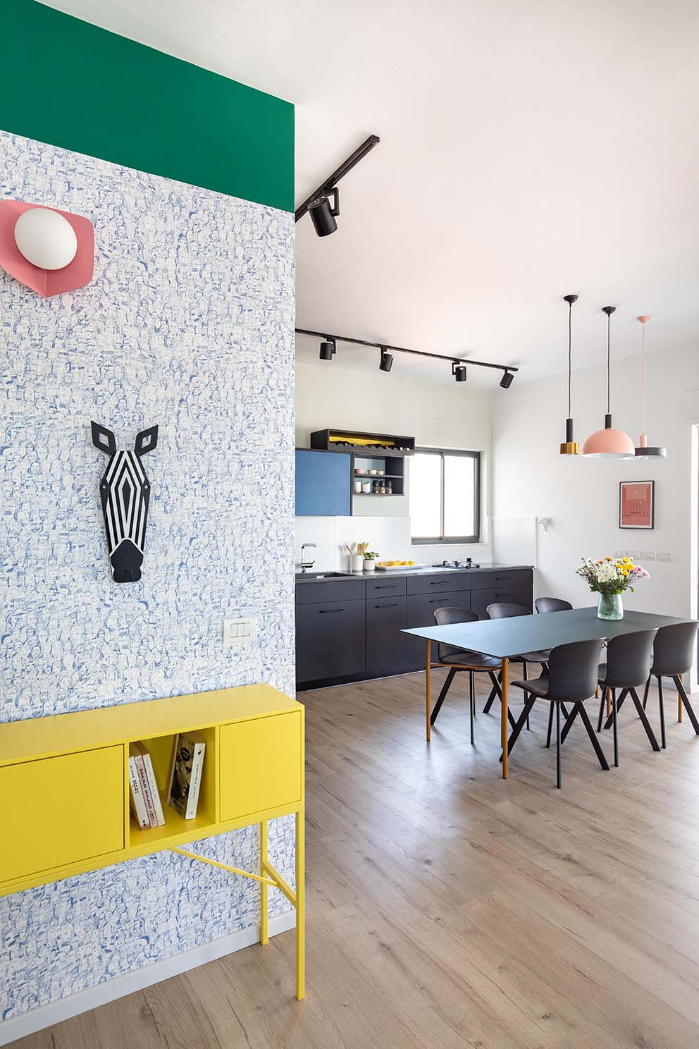 כוחו של הצבע, בית בעיצובה של נגה פרשני,צילום: אורית ארנון www.pnim.co.il