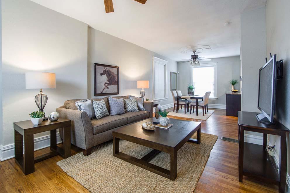 עצבו את הסלון שלכם בסגנון חמים ומזמין
